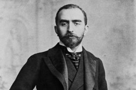 Calouste Gulbenkian (1869-1955) in his late 20s, i.e. before 1900. Source: Wikimedia